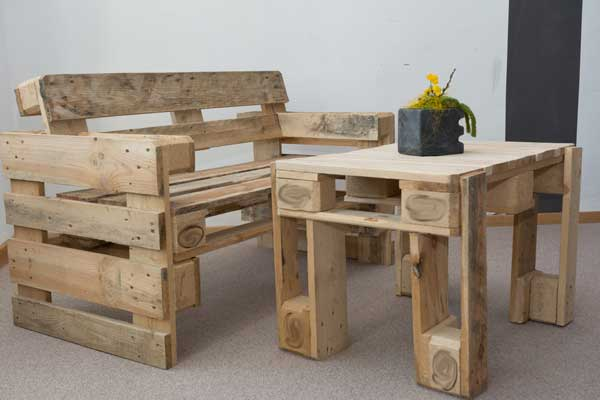 Table-and-chair-made-from-old-pallets